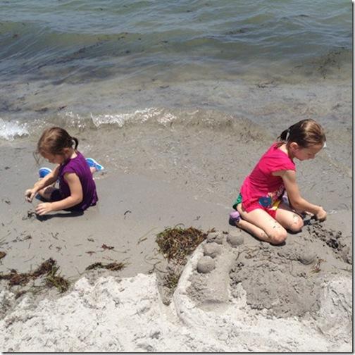 beachplayinsand